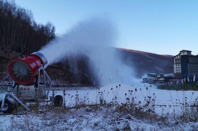滑雪场建设中的飘雪机怎么操作?